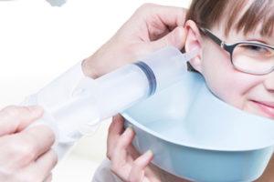 Промывание ушей